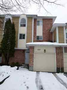 Townhouse for rent in fallingbrook, orleans