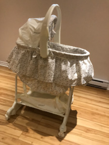 The First Years - Carry-Me-Near 5-in-1 Baby Bassinet ( LIKE NEW)