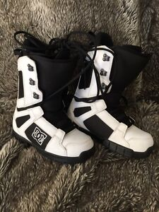 DC Snowboard Boots SIZE 8 mens (really snug)