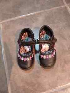 Girls shoes size 7 toddler