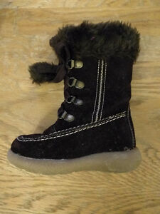 Adorable Brown Faux Suede Boots (size 6 toddler)