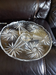 Gorgeous Pinwheel Patterned Solid Crystal Cake Stand