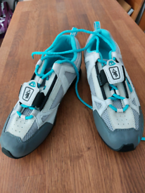 Ladies cycle shoes - new, with cleats