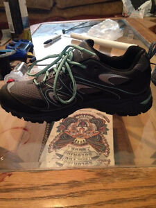 BRAND NEW WIND RIVER HIKING SHOES SIZE 8