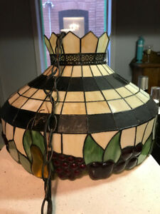 Reproduction Tiffany-style stained glass pendant lamp