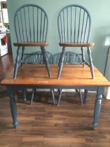 Country style table w/ 4 chairs