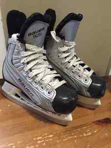 Bauer 22 youth hockey skates size 12y Edmonton Edmonton Area image 1