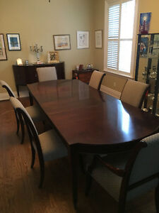 Stunning Dining Room Table & Chairs & Hutch