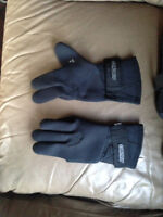 Medium waterproof motorcyle boots and gloves