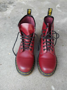 Dr. Martens Ladies 1460 re-invented eight - eye lace up