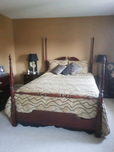 QUEEN SIZE BEDROOM SET - 5 PIECE - INCLUDES MATTRESS