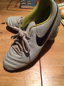 Ladies Soccer Shoes - Nike Size 9
