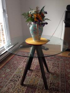 Table en vitre ronde neuve aucune égratignure style Structube