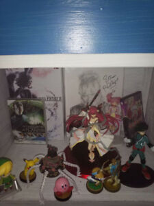 collector items figures, signed movies, amiibos prices in decrip