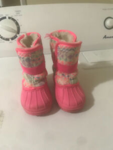 Size 6 girls winter boots!!