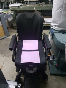 BLACK POWER CHAIR (invacare tdx sp)