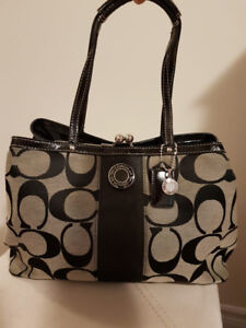Authentic Coach purse in very good condition