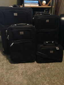 4 Piece Dockers Luggage Set