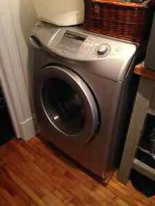 Laveuse frontale Maytag Neptune grande capacité stainlesss