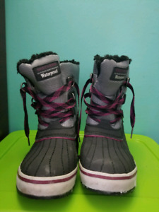 Sketchers women snow boots $20
