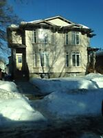 Spacious Two Stories Six Beds/Three Baths in university