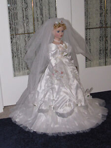 ***COLLECTOR DOLL***