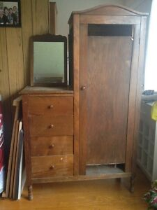 Vintage dresser w/side basin area
