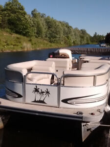 2008 Pontoon boat for sale ,in lagoon city
