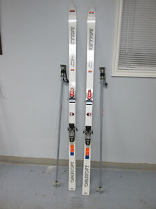 MEN'S DOWNHILL SKIS BINDING AND POLES