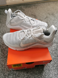 Brand New Nike size 6 Women's trainers