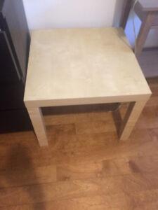 Petite table ikea LACK beige
