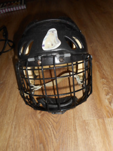 size med helmet with cage