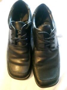 SIZE 6 DRESS SHOES ONLY WORN ONCE!!