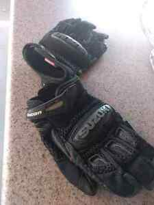 Icon moto gloves size small like new