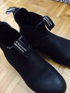 SELLING BLUNDSTONE BOOTS (SIZE 5.5)