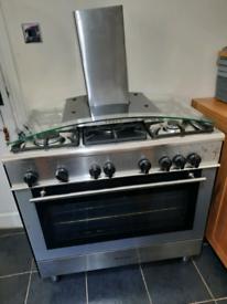 Range cooker & extractor fan