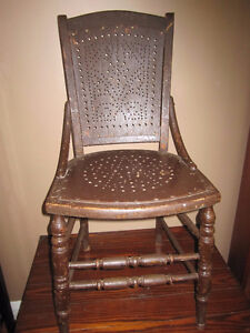 BEAUTIFUL ANTIQUE ALLIGATOR CRACKLED PAINT BROWN CHAIR  $75