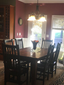 Mennonite solid kitchen table with 6 chairs.