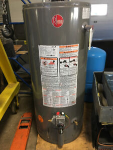 HOT WATER TANK (PROPANE) - 40 U.S. GALLONS (Almost NEW)