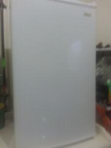 Magic Chef 4.4 cubic fridge . Small fridge almost new