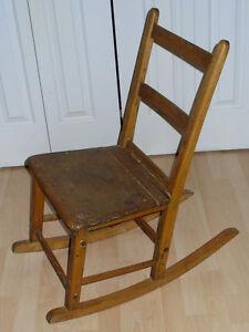 petite chaise berçante antique