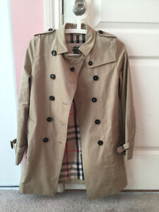 Burberry (The Sandringham – Heritage Trench Coat)