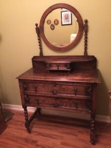Early 1900s Charming Oak Dresser with Mirror