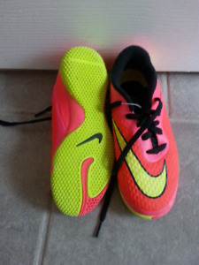 Girls' shoes - size 1