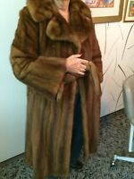 Women's Mink Fur Coat. Manteau de fourure.