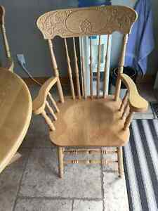 Solid oak pedastal table and 4 chairs London Ontario image 3