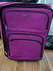 Luggage - London  Flog purple/pink Suitcase.