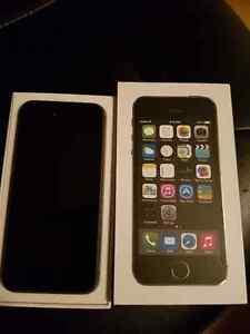 iphone 5s - Mint Condiiton!