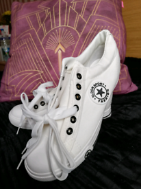 New white trainers size 5
