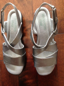 Ladies sandals size 9